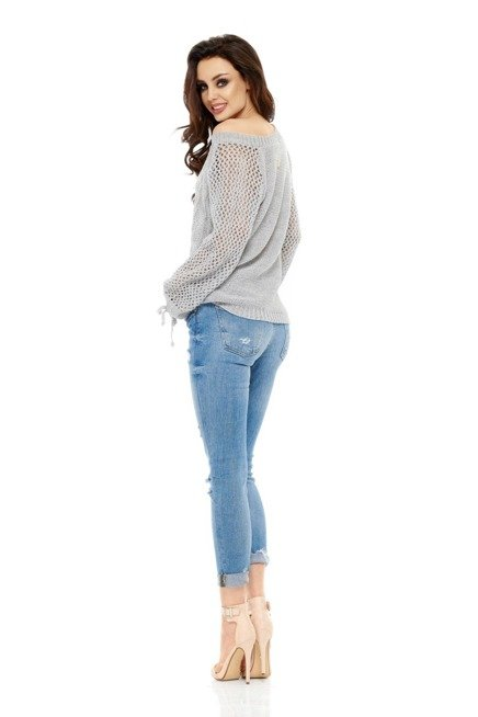 Modny ażurowy sweter jasnoszary
