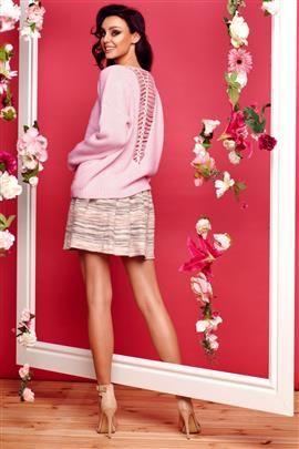 Sweter ze splotem na plecach pudrowy róż